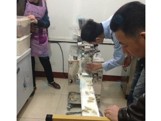 到饺子机厂家亲身体验试用饺子机